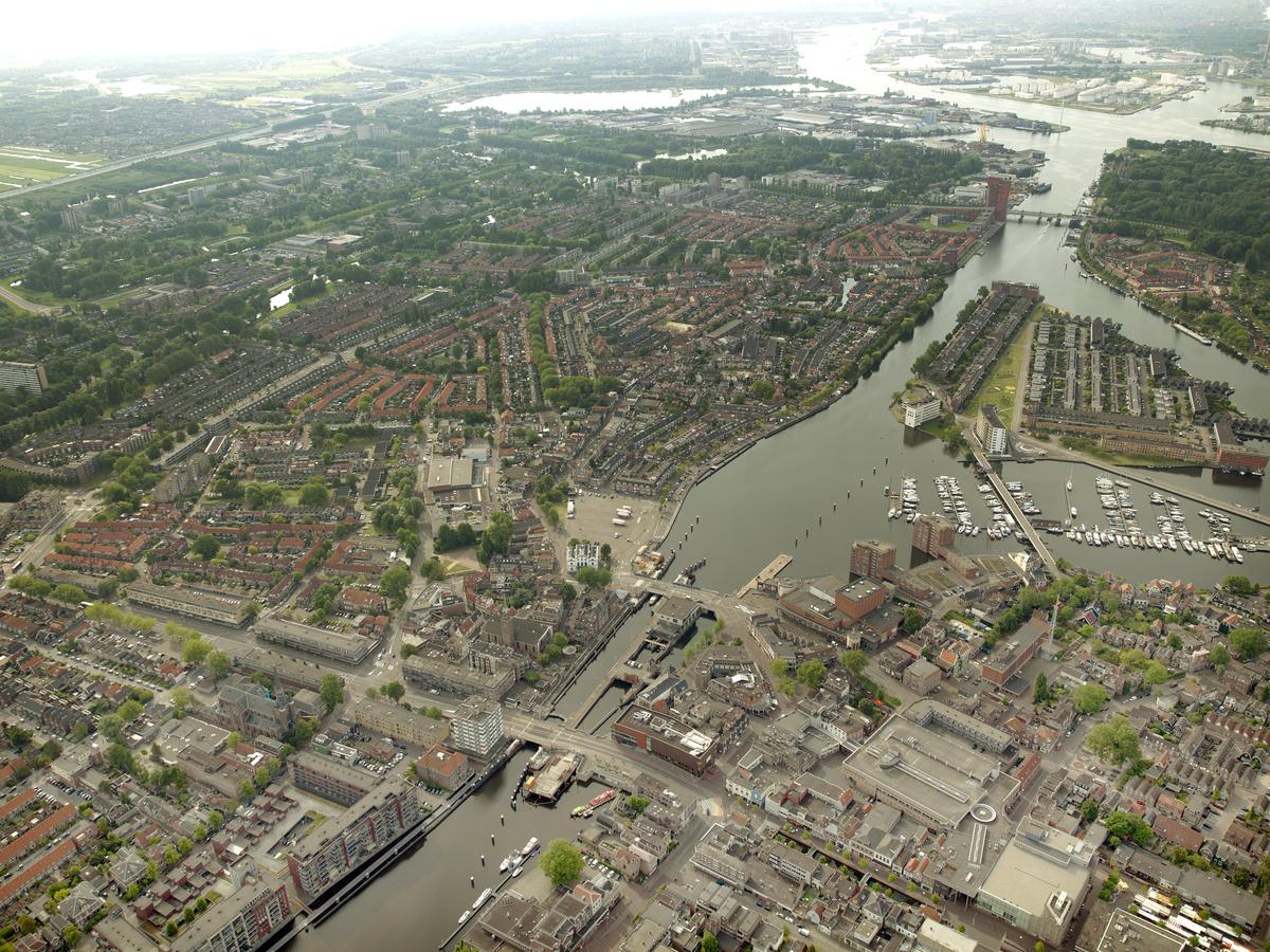 luchtfoto van het centrum van Zaandam