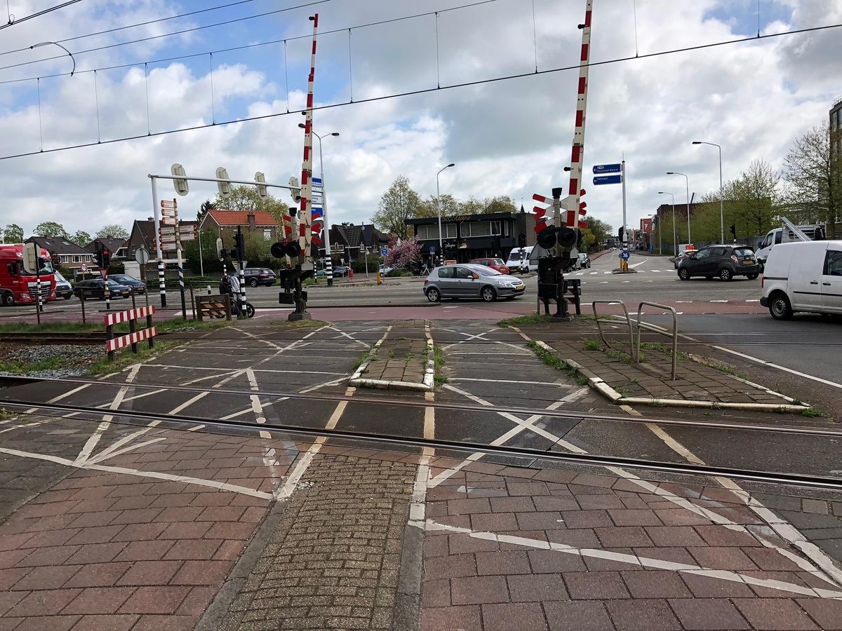 Foto spoorwegovergang bij de Guisweg